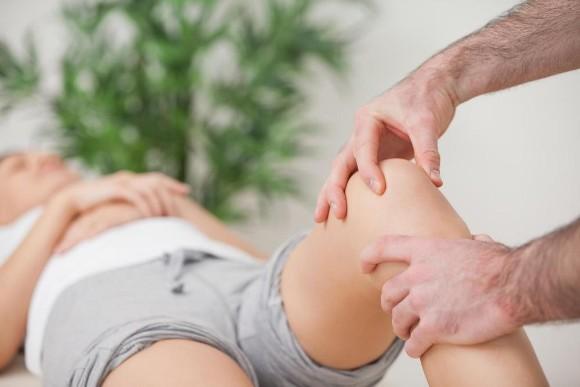trị liệu thần kinh cột sống đau sưng khớp gối tại maple healthcare