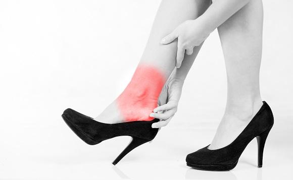 chấn thương cột sống do mang giày cao gót maple healthcare